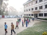Chlapci před budovou dětského domova Bethany najihu Bangladéše.