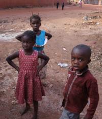 Bosé děti zBurkiny Faso