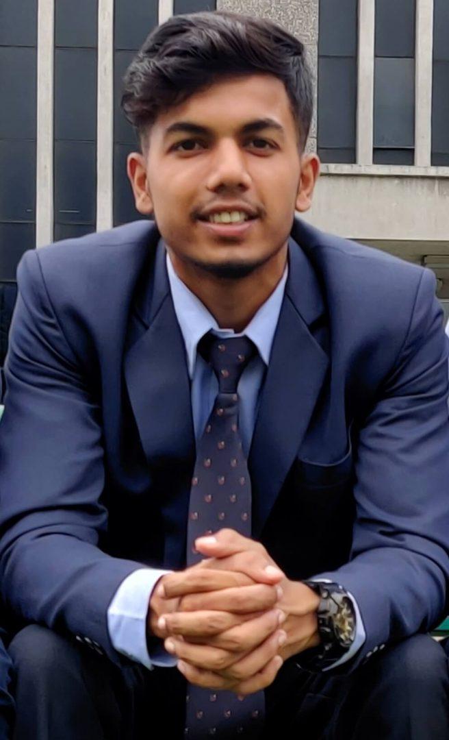 Nihal Ali vystudoval střední školu díky dárci z ČR a nyní studuje ropné inženýrství na univerzitě.