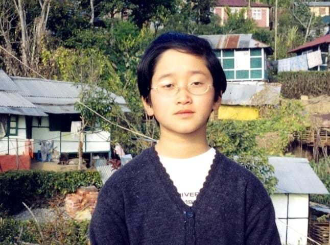 Nepál: Jeniffer Anima Subba jako školačka 2004.
