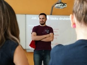 Lektor Martin Růžička při programu.