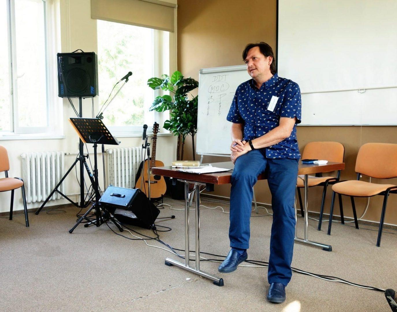 Hovoří lektor Martin Stavjaník.