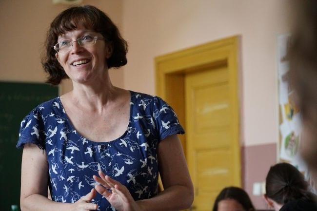 Lektorka přednáší studentům o neplánovaném těhotenství.
