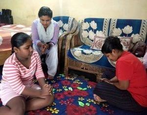 Terénní duchovní pracovnice se věnuje především ženám, navštěvuje je a modlí se s nimi.
