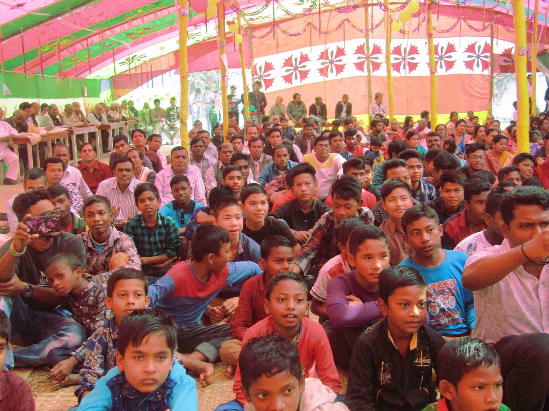 Při veřejné osvětové akci v Bangladéši se děje mnoho dobrého v životech posluchačů.