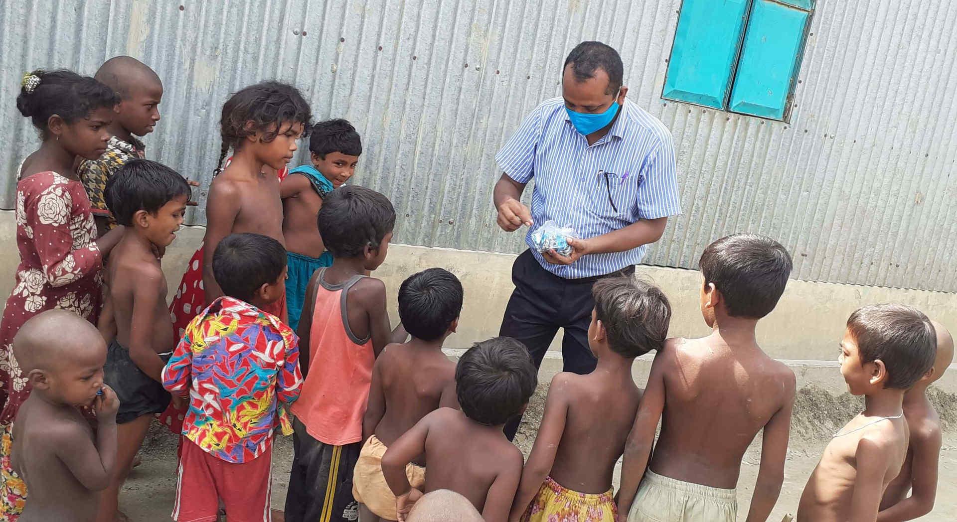 Naši partneři v IN Bangladéš pomáhají chudým dětem bez ohledu na vyznání.