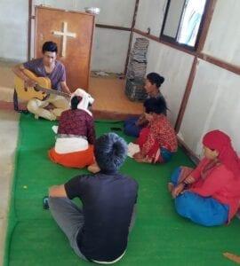 Nově vzniklé společenství nepálských věřících má zatím jen pár členů, mohou se proto scházet na bohoslužby.