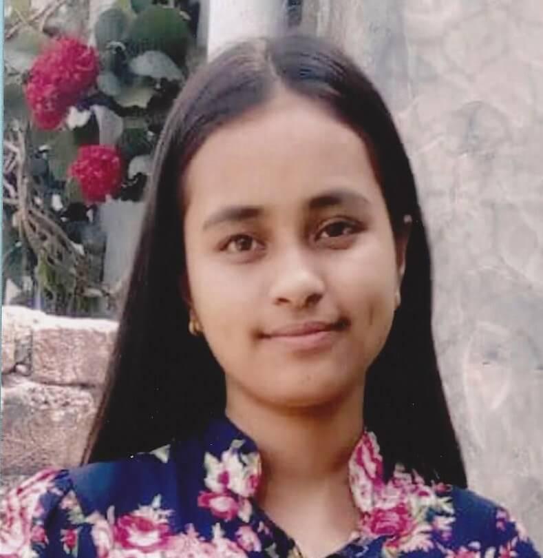 Nepálská vysokoškolačka Sandhya Tiwari k dálkové adopci.