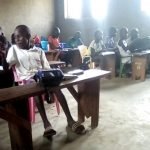 Žáčci ve třídě vesnické základní školy v Jižním Súdánu.